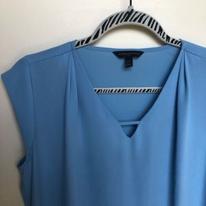 Banana Republic sleeveless keyhole blouse